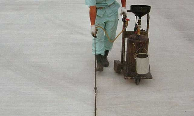 無鉛タイプ耐油性コンクリート目地材(ネオタイユシールコールド)画像3