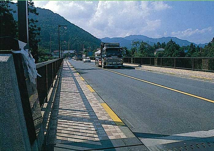 施工性改善型橋面舗装用改質アスファルト(レキファルトファルトスーパー)画像2