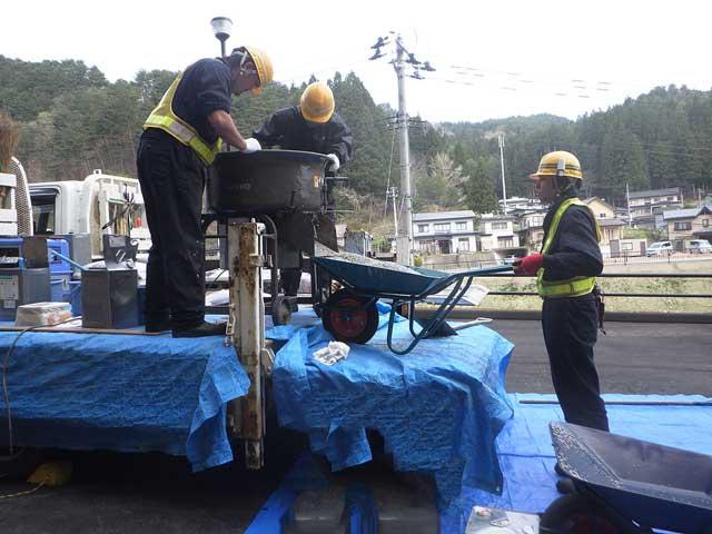 透水型自然石舗装(カラーファルトTO工法)